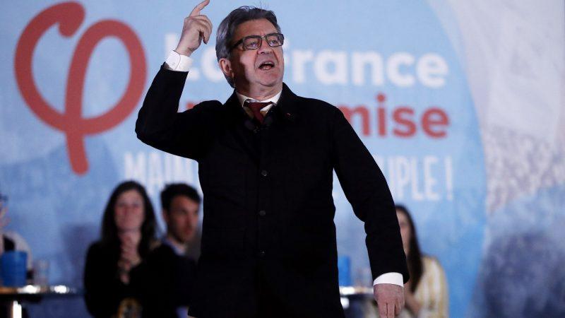 """""""Κανείς δεν σκέφτεται να πει γιατί αυξάνονται οι τιμές και ποιος επωφελείται από αυτό"""", δήλωσε την Τρίτη στο γαλλικό ειδησεογραφικό κανάλι BFMTV ο αριστερός υποψήφιος για τις προεδρικές εκλογές του ερχόμενου Απριλίου. [EPA-EFE/GUILLAUME HORCAJUELO]"""